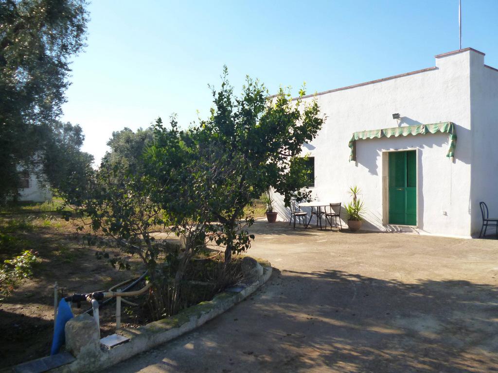 Francavilla fontana casa di campagna in vendita con uliveto for Piani casa colonica di campagna