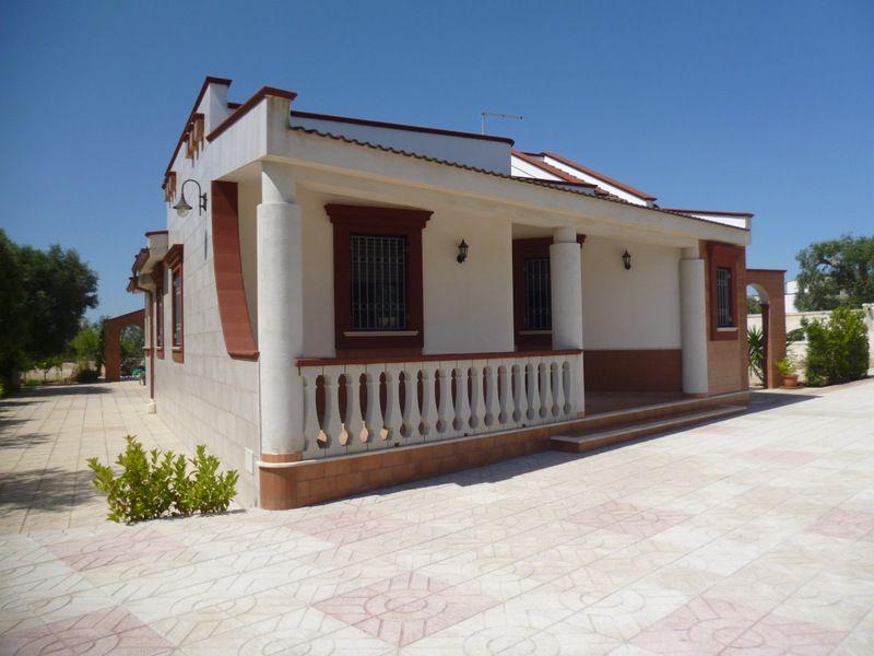 Villa nuova in vendita con giardino