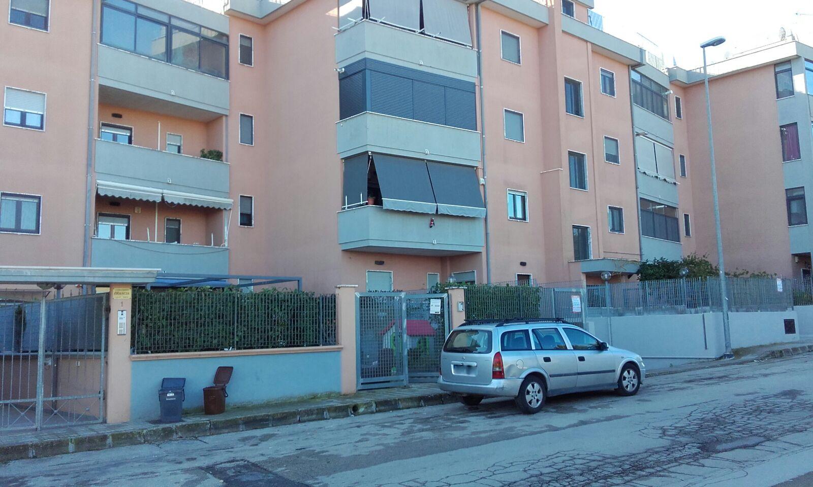 Appartamento in vendita 3 vani e servizi, con box auto