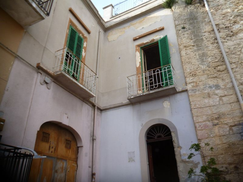 Palazzo in vendita Puglia centro storico da 7 vani