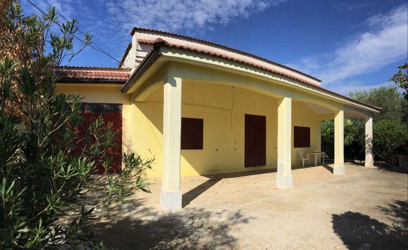 Villa in campagna in vendita con giardino