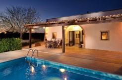 Trullo abitabile in vendita Puglia Martina Franca, piscina