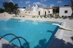 Trulli ristrutturati in vendita con piscina Martina Franca, Puglia
