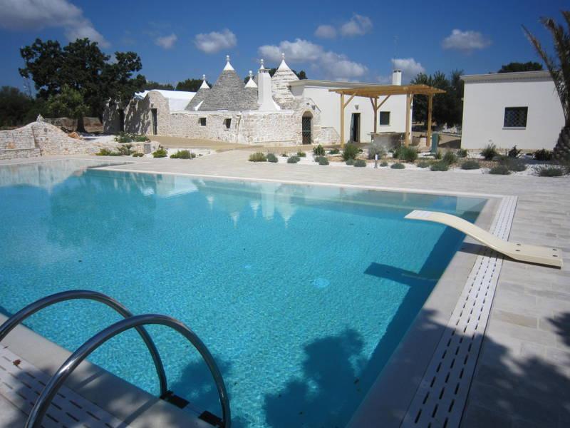 Trulli ristrutturati in vendita con piscina