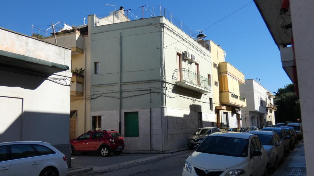 Appartamento in vendita primo piano, 3 vani e servizi