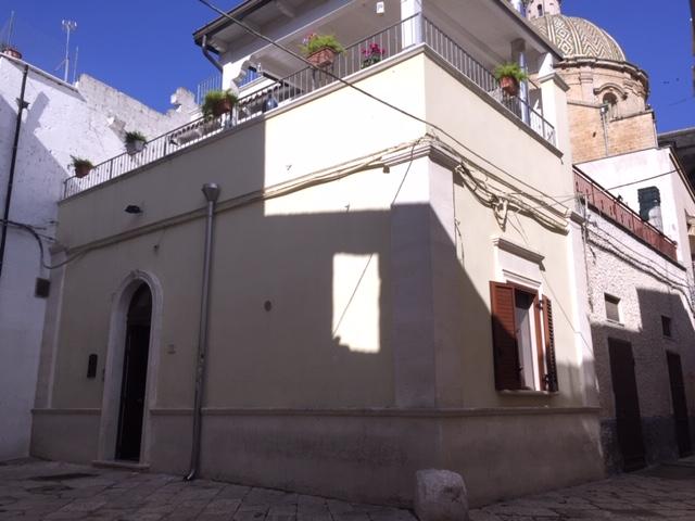 Appartamento in vendita 4 vani e doppi servizi, con volte a stella, centro storico
