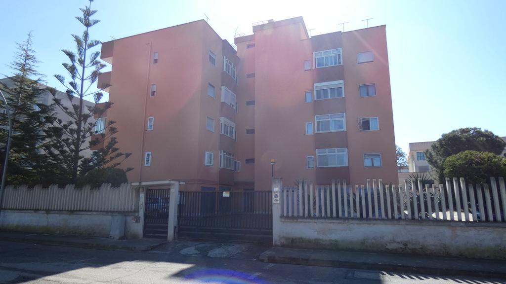 Appartamento con garage e posto auto in vendita