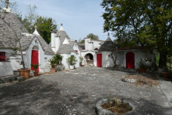 Trulli in vendita a Martina Franca con terreno