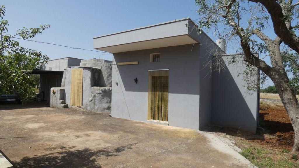 Casa in campagna in vendita con terreno di pertinenza recintato