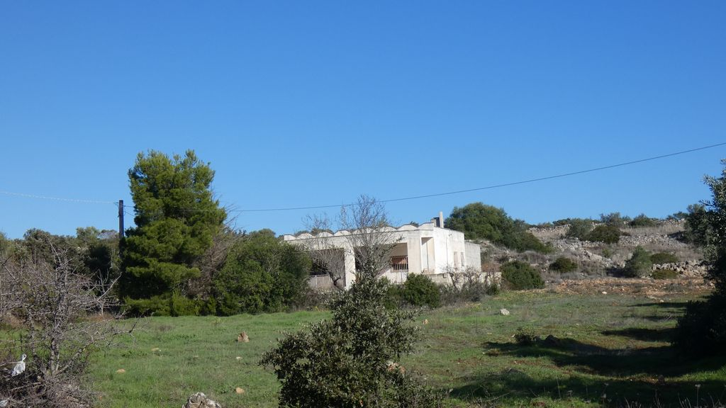 Casa di campagna 3 vani e servizi in vendita, con terreno