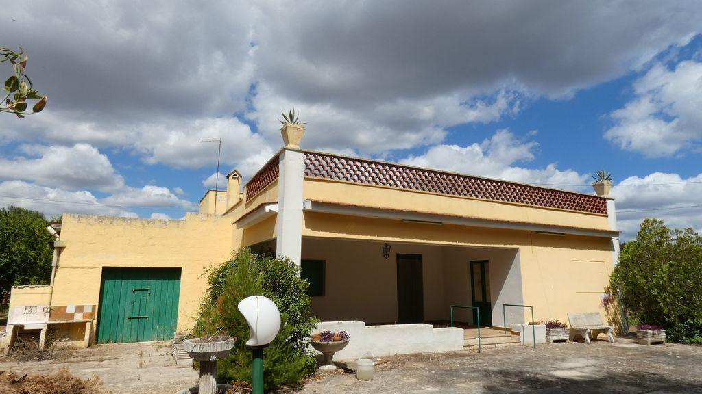 Villa in vendita con garage e terreno di pertinenza
