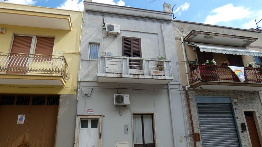 Appartamento indipendente vendita primo piano, 3 vani e servizi