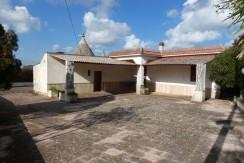 Casa di campagna con trullo in vendita e terreno