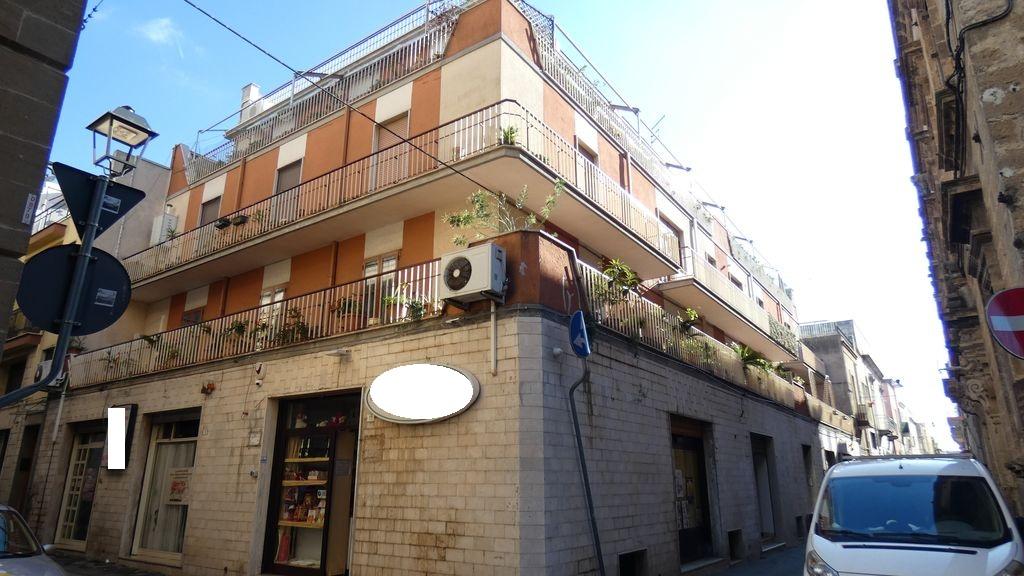 Appartamento in vendita, ampi balconi, con garage e posto auto