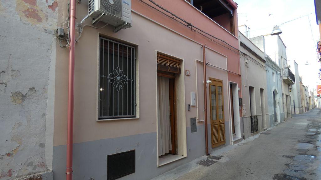 Appartamento piano terra in vendita, tre vani e servizi