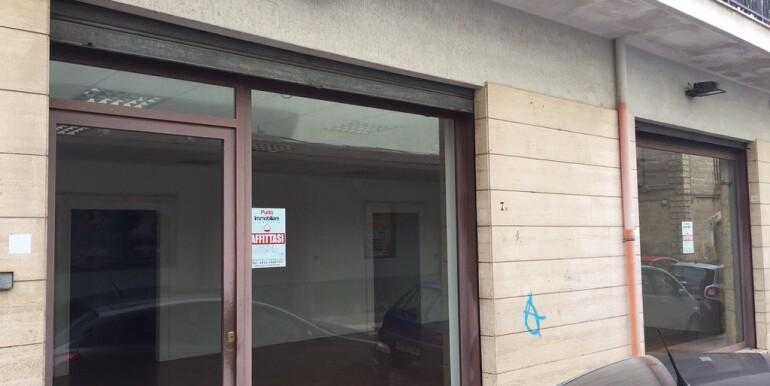 Locale commerciale in affitto a Francavilla Fontana, zona centrale