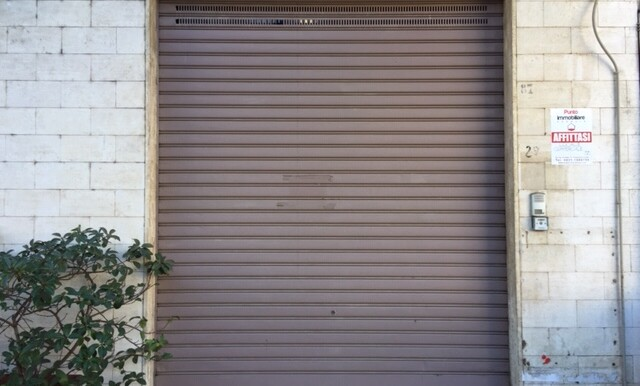 Locale commerciale in affitto a Francavilla Fontana, zona centrale, 75 mq