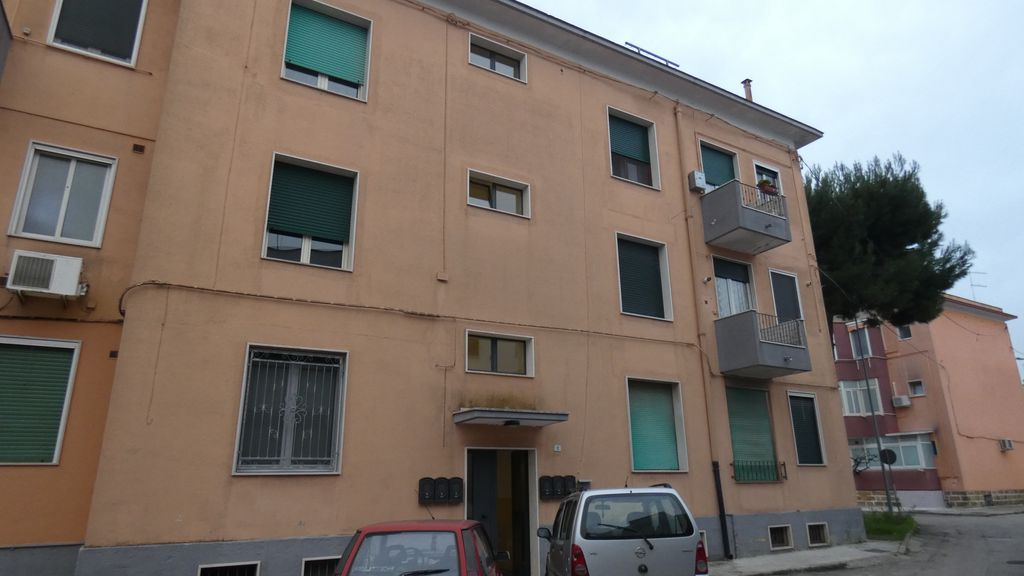 Appartamento abitabile in vendita, con locale deposito