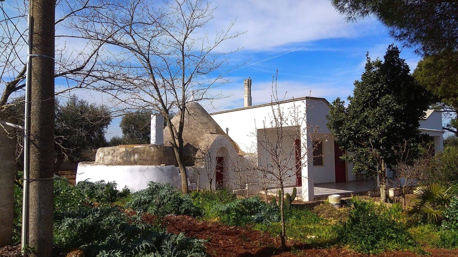 Villa con trullo in vendita, e terreno