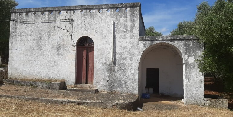 Lamia con trullo in vendita e terreno uliveto, Ostuni
