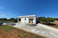 Casa di campagna in vendita Ceglie Messapica, con terreno uliveto