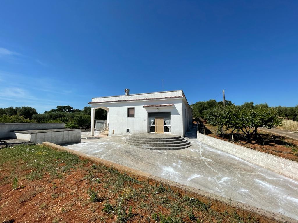 Casa di campagna con terreno uliveto in vendita